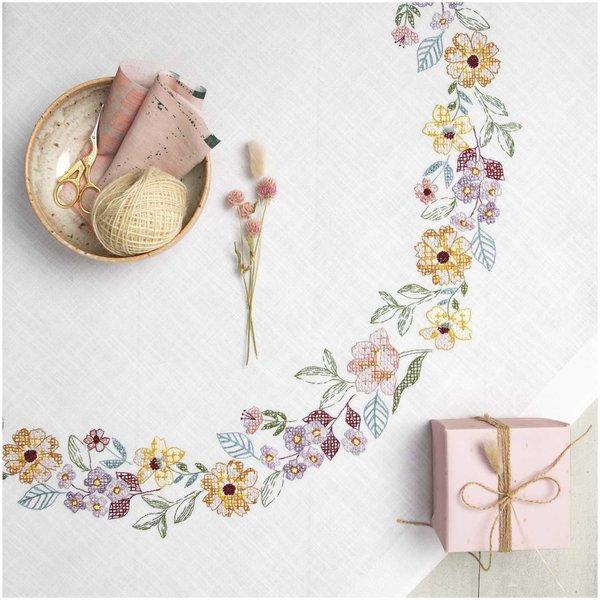 Rico Design Stickpackung Decke Sommerblütenkranz 90x90cm
