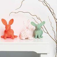 Anleitung Pappmaschee-Hasen mit Acrylfarbe gestalten